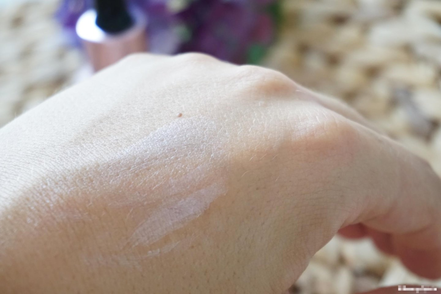 Swatch Catrice light correcting serum primer