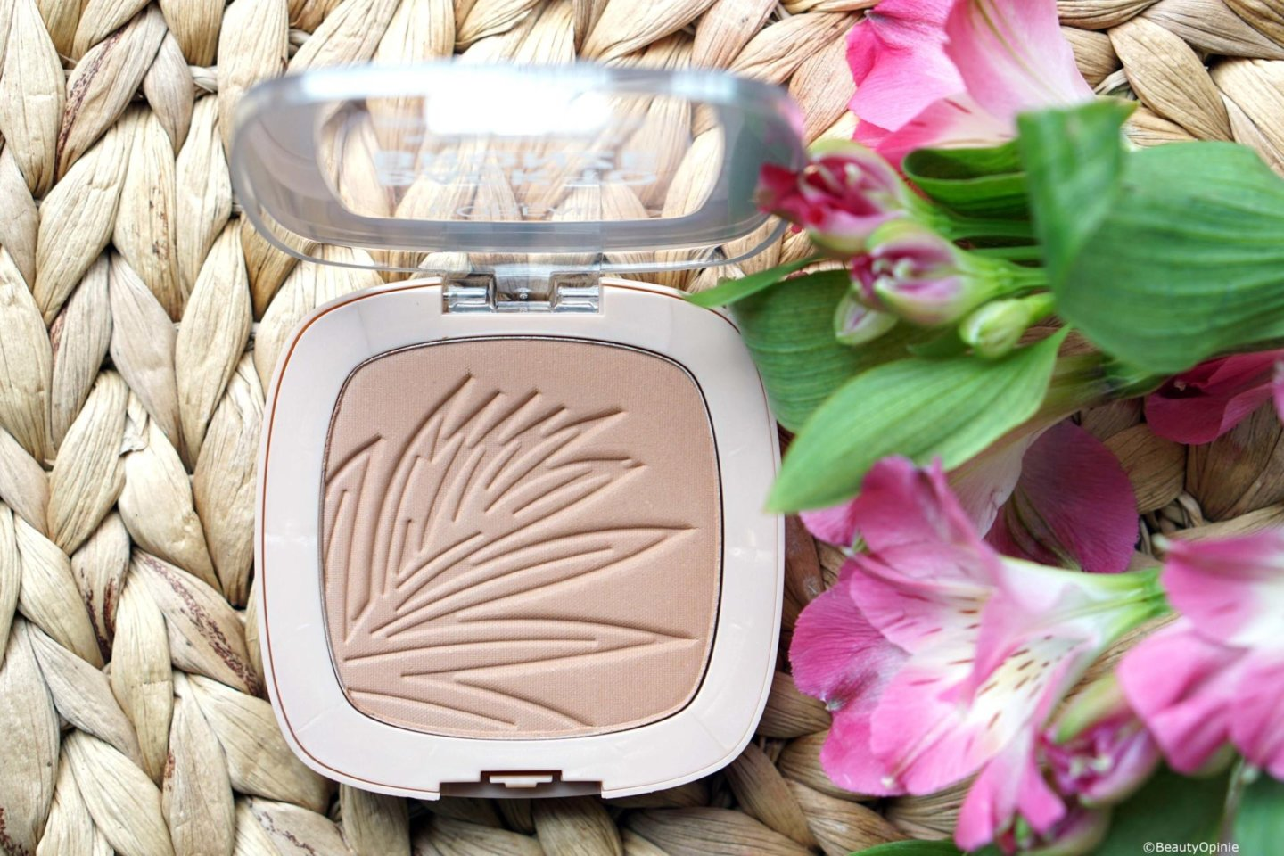 L'Oréal Wake Up & Glow Bronzer swatches
