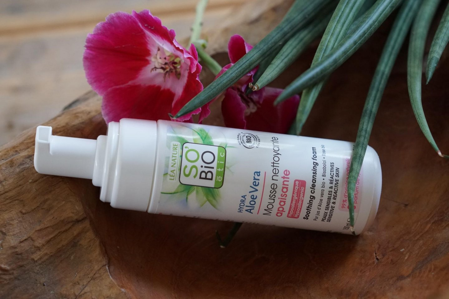 review SO'BIO ÉTIC Soothing cleansin