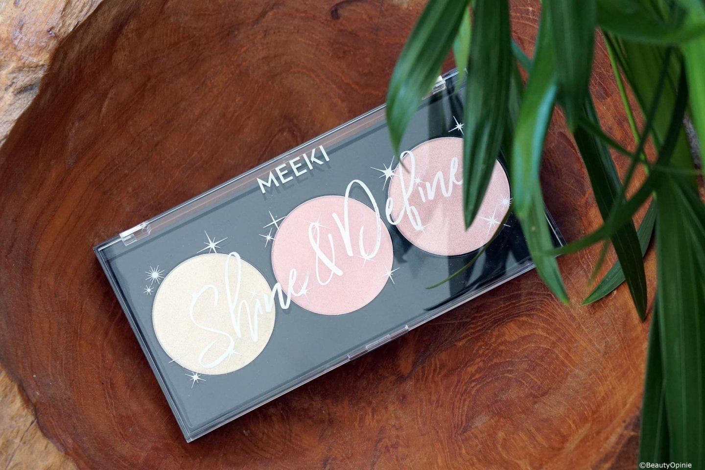 Review Meeki highlighter palette van Action