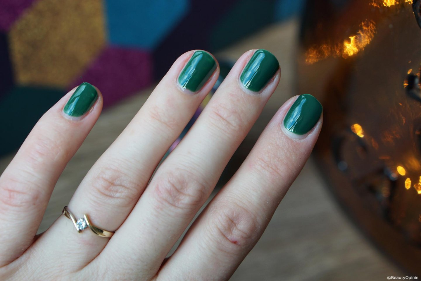 Swatches Pink gellac 309 Graceful Green